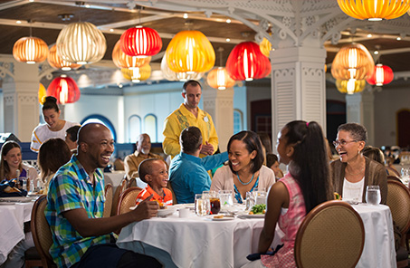 family dining on Disney cruise